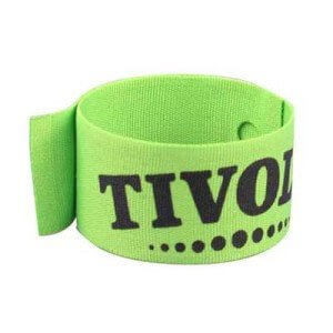 Polyester custom slap band with silk screen printing and steel plate. Dimensions: 2.8 x 23 cm.